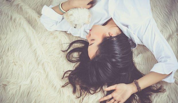 kvinde der sover